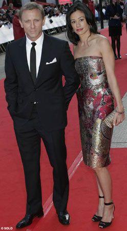 Son James Bond, Daniel Craig de kırmızı halıya hiç yakışmayacak sıradan bir siyah takım elbiseyle geldi.
